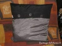 C. cuscino seta thai/cotone grigio/nero + bott